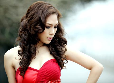 Vietnamese Singer My Tam