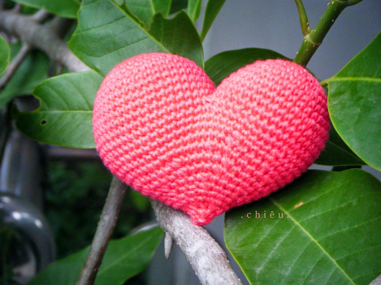 Free Crochet Patterns For Japanese Dolls : Firefly Crochet: Pop heart {free pattern by Diana}