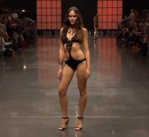 Strasszos fekete trikini - 2013 fürdőruha divat trikini trend