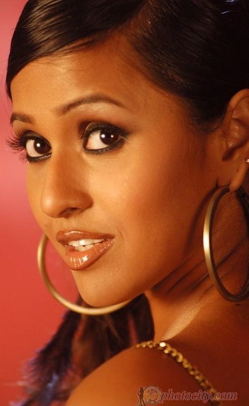 Singer Smita Biography Songs Age DOB Family Profile Marriage Career etc