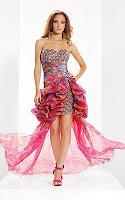 Шарена рокля за бала в блестящо с атрактивен шлейф с драперии, дизайн Riva Designs