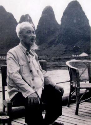 hiếu niên, nhi đồng mỗi khi nhắc đến Bác Hồ thường nghĩ ngay đến vị cha già của dân tộc với vầng trán cao, ánh mắt sáng và râu tóc bạc phơ