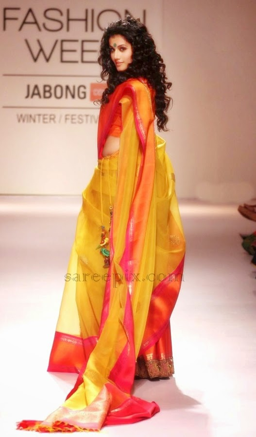 Taapsee-pannu-saree-walk-LFW-2014-day
