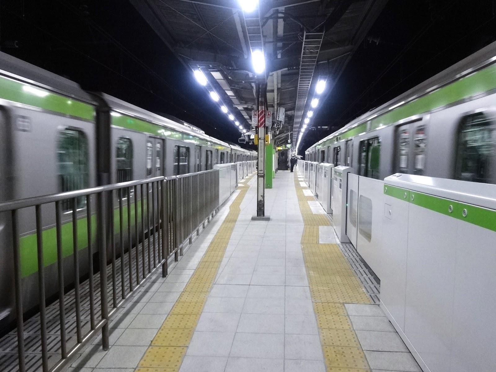 原宿駅,山手線〈著作権フリー画像〉Free Stock Photos
