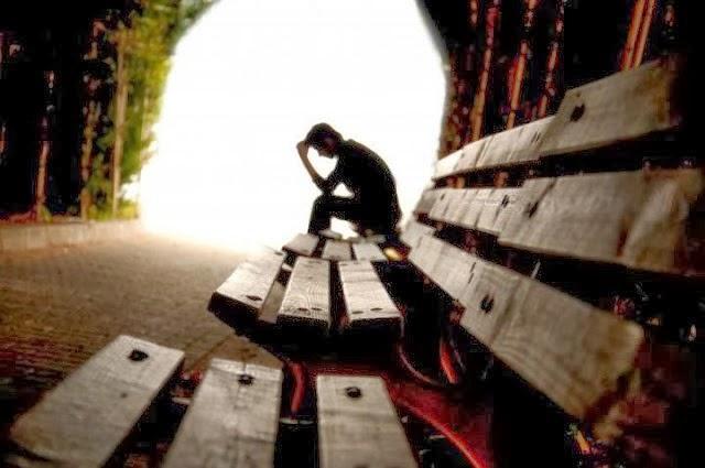 """Σουξέ στόρυ; Σε μόνιμη κατάθλιψη οι Έλληνες!  7 στους 10 Έλληνες, για το 2014: """"...τα χειρότερα είναι μπροστά μας"""" !"""