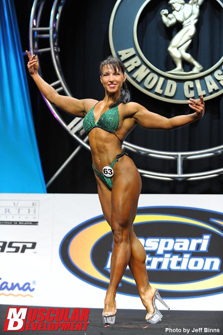 Olga Guryeva Posing Her Fit Physique At The 2012 Arnold Amateur