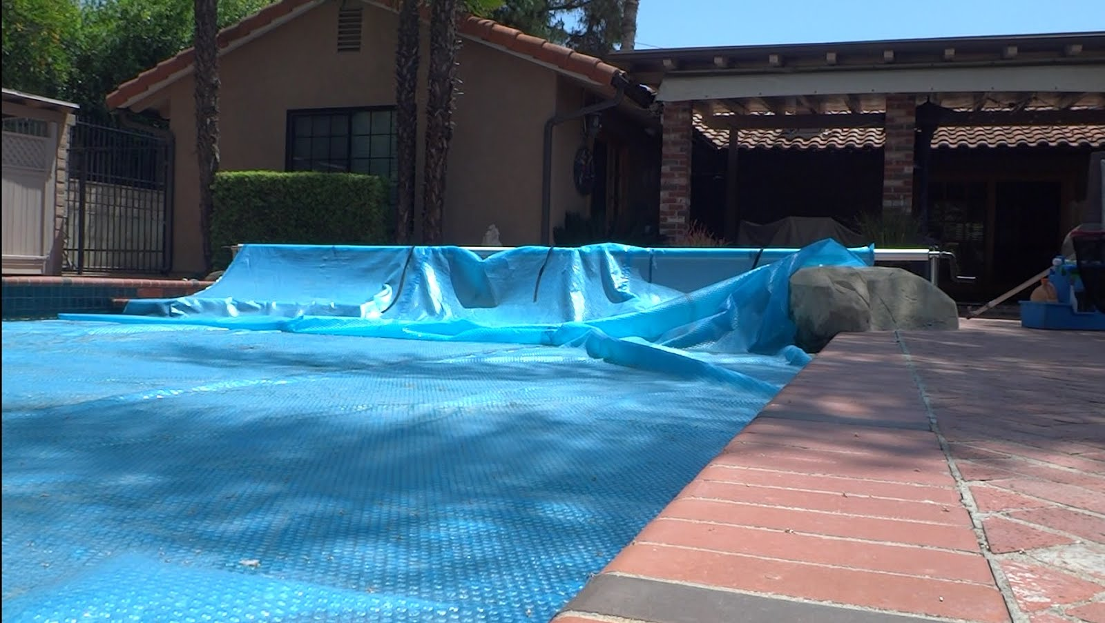 Swimming Pool Tips Reviews Solar Pool Covers Solar Blankets Tips The Good The Bad