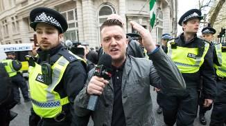 ☪ Tommy Robinson, condamnat pentru că ar fi vorbit împotriva influenței crescânde a islamului...