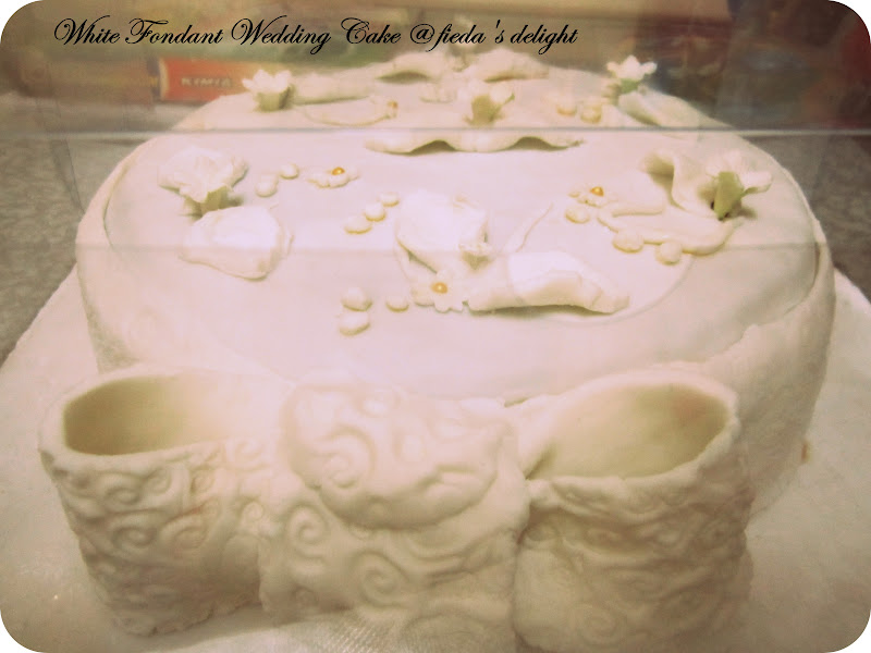 CooKiNG WITh LoVe Simple White Fondant Wedding Cake