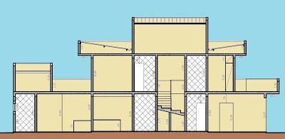"""Esta seção esquemática do projeto salienta, através das paredes brancas, o conceito de racionalização dos cômodos """"molhados"""" da casa, com banheiro sobre banheiro e banheiro sobre lavanderia, separados pela escada que sustenta a torre da caixa de água ao centro"""
