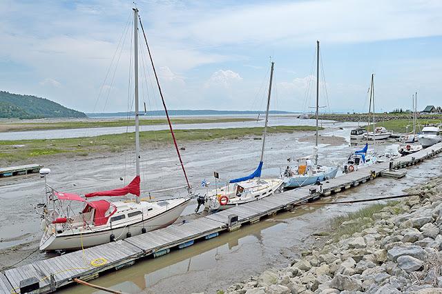 La marina de Baie-Saint-Paul à marée basse