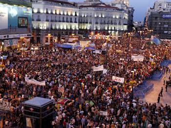 Los indignados vuelven a la madrileña Plaza de Sol.