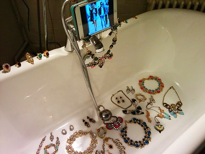 Bloggers Love Fashion Week #BLFW Hub Gossimar Wings Jewellery Bath Tub