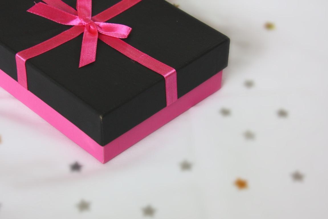 Kotak Kado yang Cantik. Tapi Isinya?
