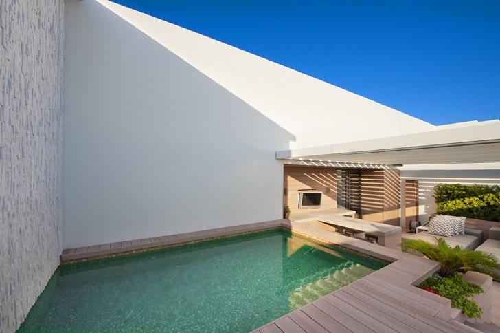 Swimming pool on Miami Beach Penthouse