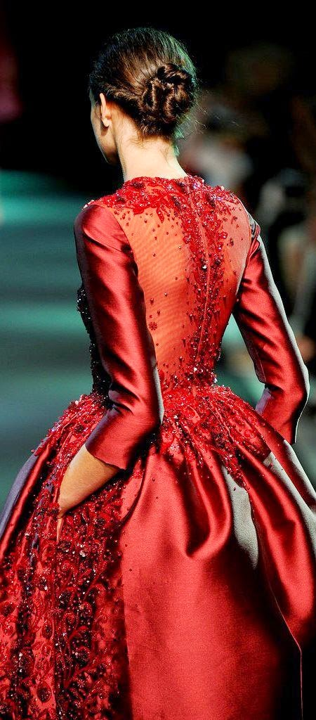 Top 5 Most Beautiful Red Clothes