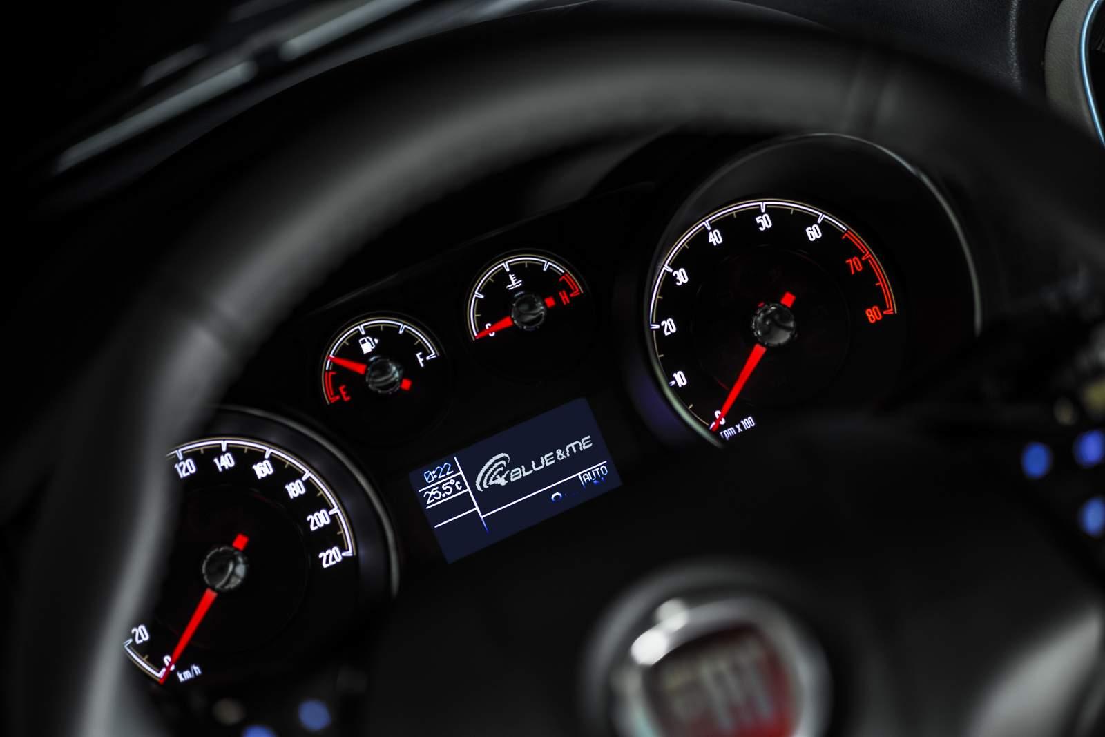 Novo Fiat Linea 2015 - interior