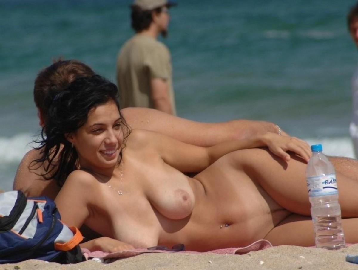 Фото нудистов и натуристов на пляже 19 фотография