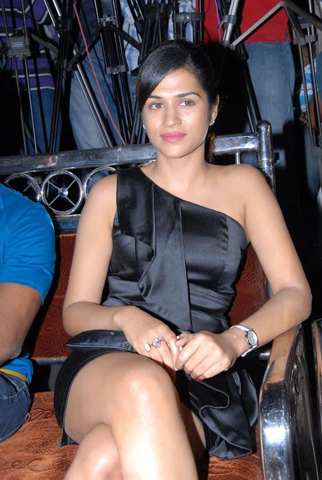 shraddha das new at mem vayasuku vacham movie audio launch latest photos