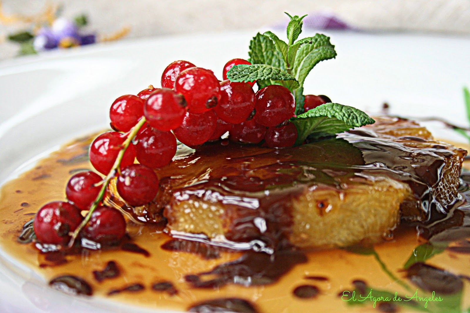 piña flambeada, Amaretto, salsa de chocolate,postres