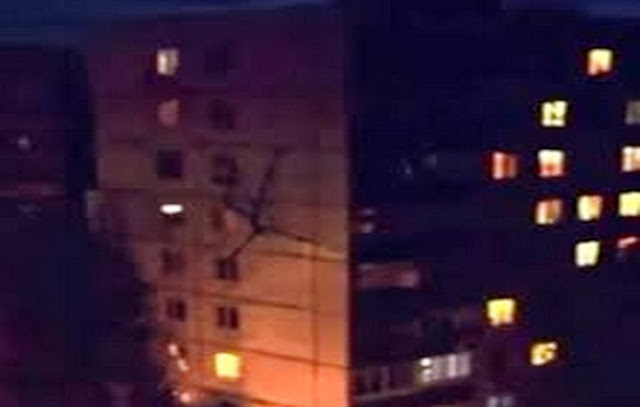 Alien Creature Filmed Climbing Building in Russia [VIDEO]