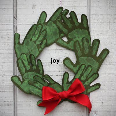 Grinalda com mãos carimbadas Natal-escola-artesanato+%252812%2529
