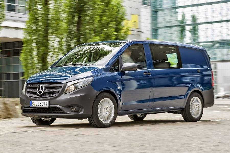 Mercedes-Benz Vito 111 CDI Mixto (2015) Front Side