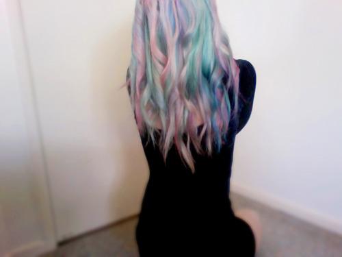 http://1.bp.blogspot.com/-YYK3_eckVsk/TvT9bHg5aGI/AAAAAAAAB5U/ModhCYfWYiA/s1600/Pastel+Rainbow+Hair+3.jpg