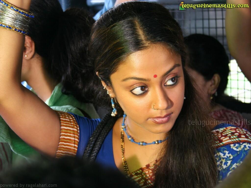 http://1.bp.blogspot.com/-YYKvcrFJG7M/T4EhIZ61WTI/AAAAAAAAAQY/Eom4zM1hCJA/s1600/tamil-actress-jyothika-wallpapers.jpg