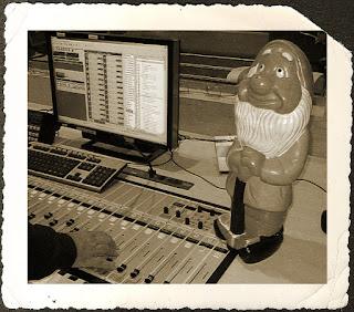 RNE Radio 1 - El enano en la antigua mesa de multiplex.