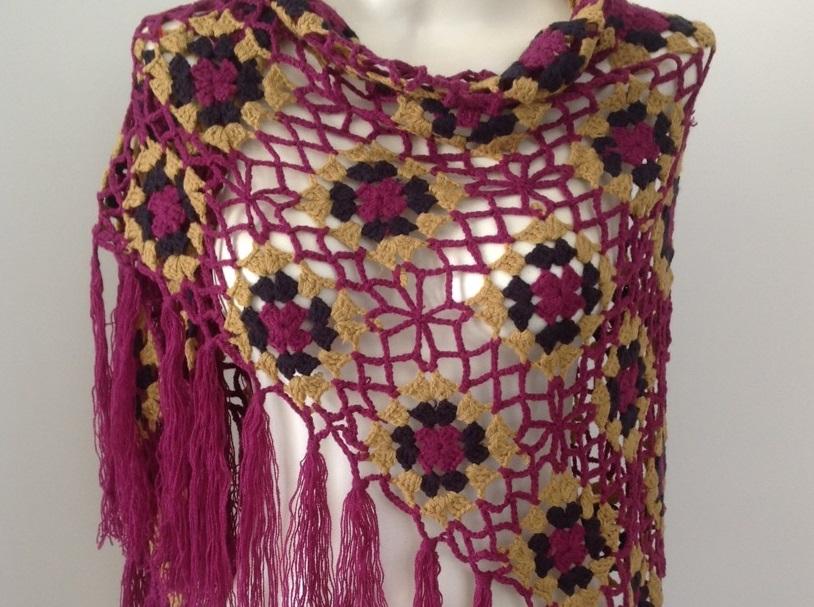 Lo spazio di lilla copertina crochet per neonato con i fiori a