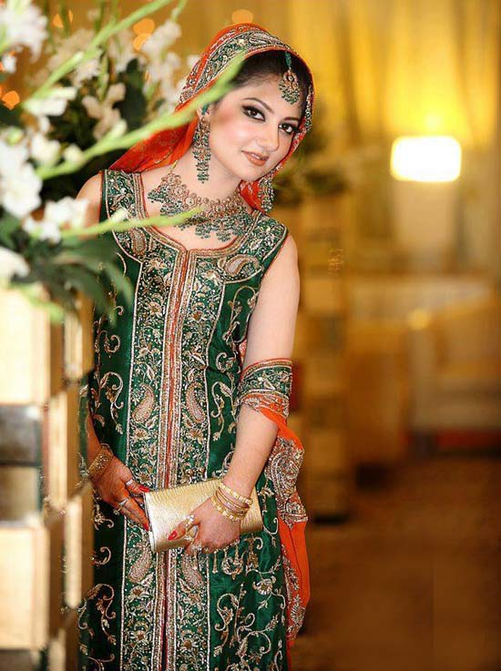 Pakistani Bridal Dresses 2014 for Walima In Red and White for Barat ...