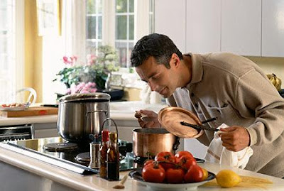 Men Who Cook-Do Women Like Them - man cooking - kitchen
