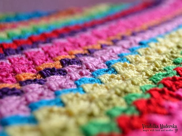 Crochet rainbow scarf pattern
