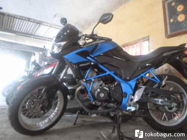 Modifikasi Honda CB150R Velg Jari-Jari  warna Biru