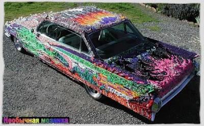 """Так как машина путешествует с одного шоу на другое, она, говоря словами художника,  """"избавляется """" от бисера..."""