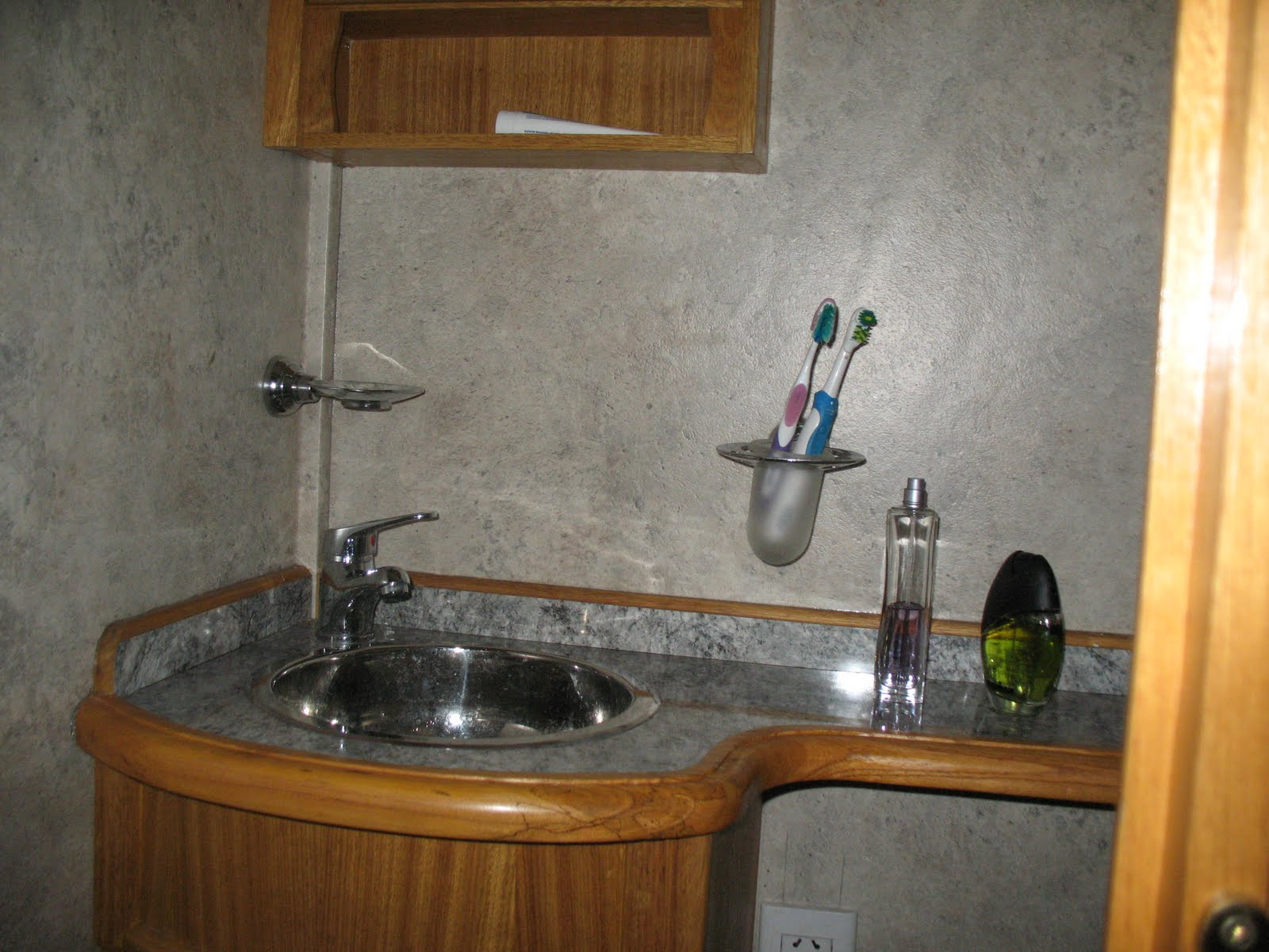 Botiquin Para Baño En Pvc:Bacha de pileta de baño en acero inoxidable, griferia Fv monocomando