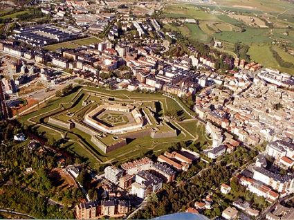 Casas rurales platero i y ii for Arquitectura militar