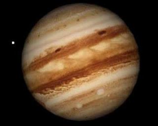 Астрономы NASA опубликовали небывало четкие фото колец Сатурна