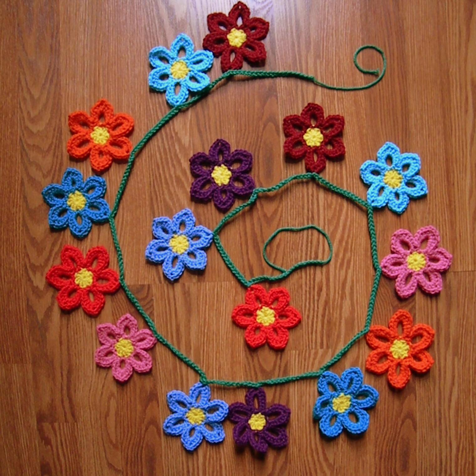 A Hermit\'s Wish: Crochet Spring Flower Garland Pattern