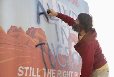 Phil deja grafitis para intentar localizar a más supervivientes