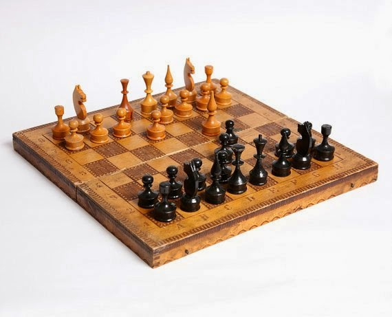 https://www.etsy.com/listing/186078763/vintage-chess-set-in-wooden-box-vintage?ref=favs_view_6