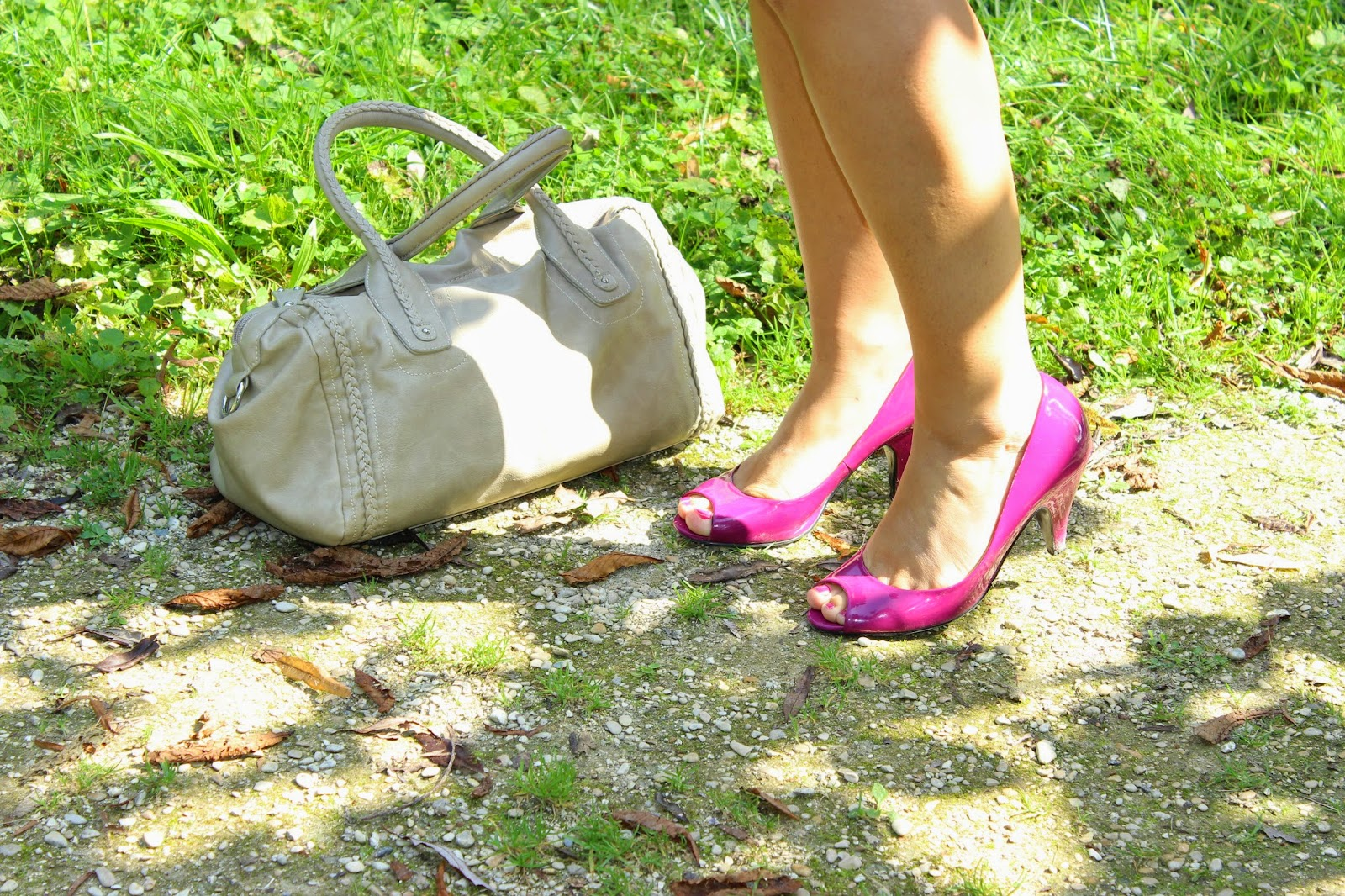 robe Naf Naf dos nu, sac beige naf naf, chaussures roses andré