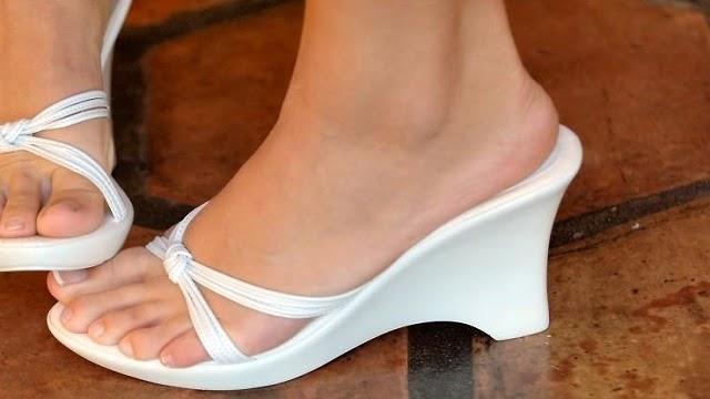 La derrota de hongos de las uñas de los pies el tratamiento