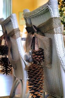 http://manualidadesnavidad.org/adornos-navidenos-con-pinas-secas/