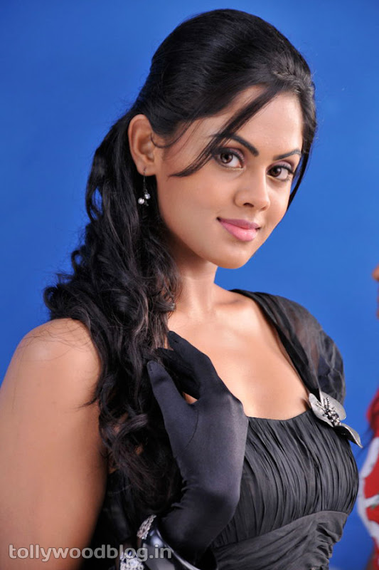 Karthika Photos in Rangam Telugu Movie navel show