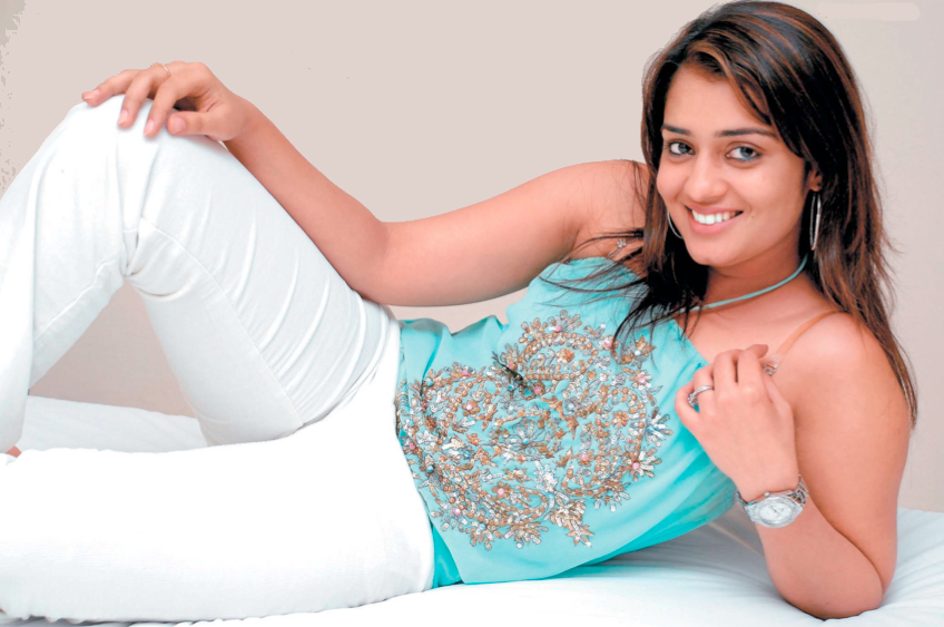 Latest Garam Gossips No 1 Bollywood Information Website Kannada Actress Nikita Thukral Feels