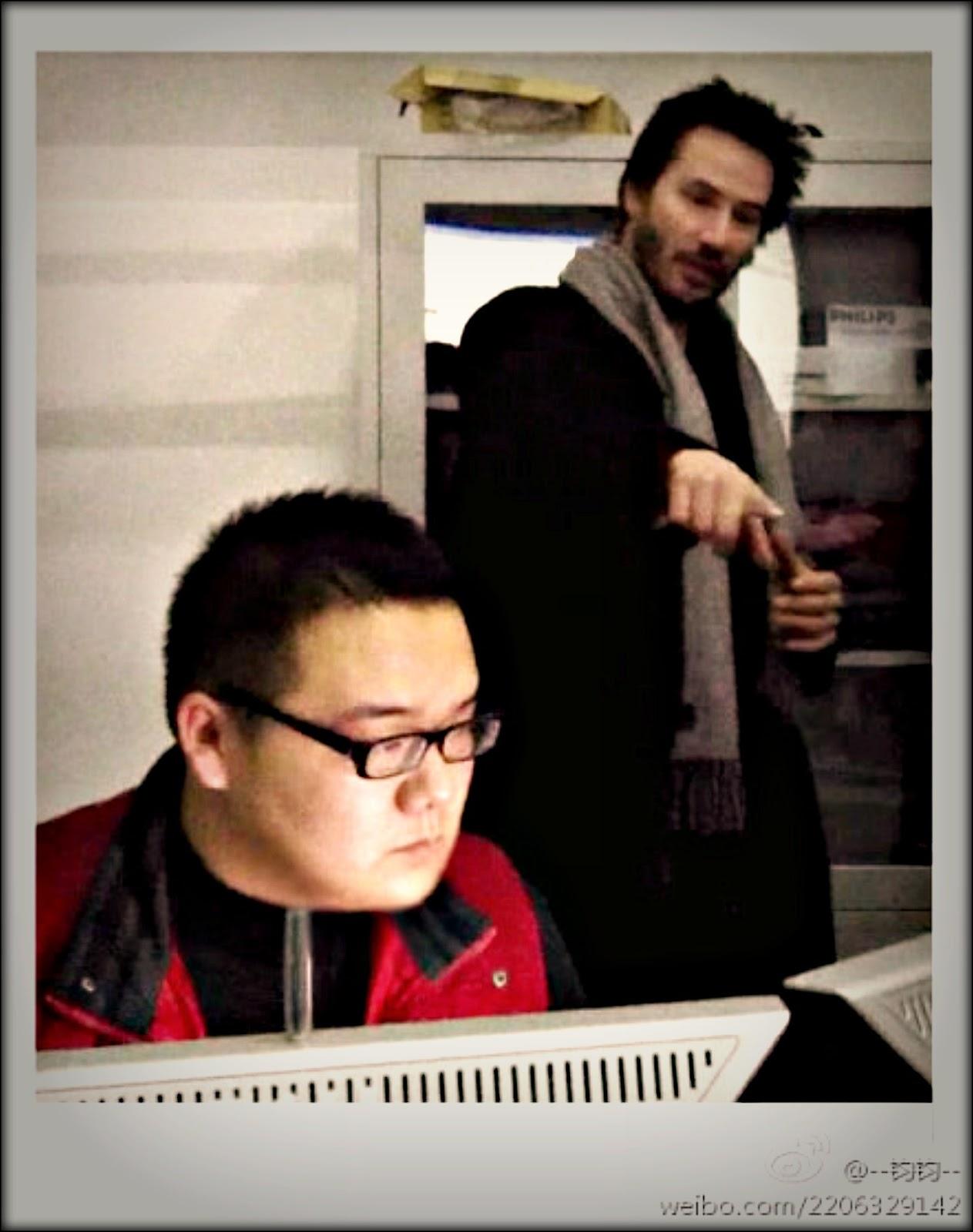http://1.bp.blogspot.com/-Y_Qoa7oLBgY/Tr7JCjlUh8I/AAAAAAAAAaM/8Rbp5b39lp4/s1600/keanu+12-11-2011+Beijing+8381e936tw1dmyw1qng8dj%2528PRM%2529.jpg