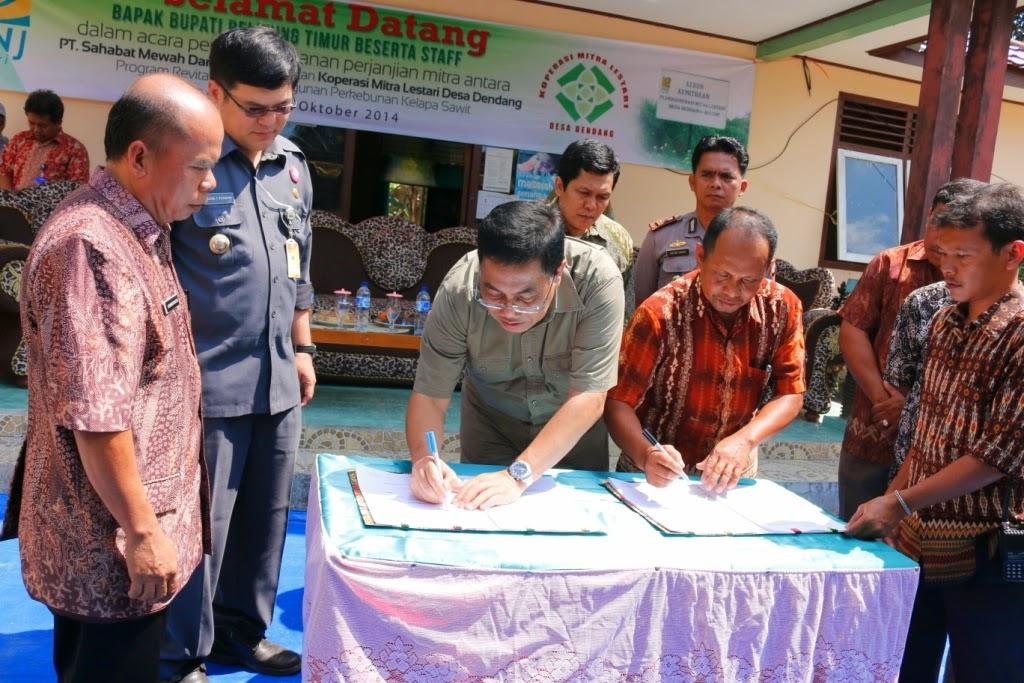 Penandatangan MOU PT. SMM oleh Bupati Beltim