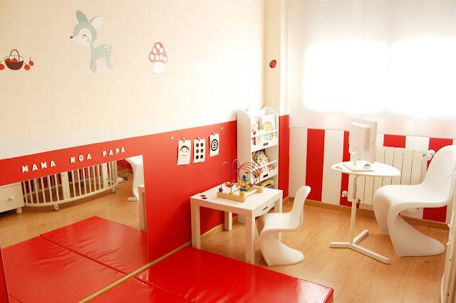 Mam de noa habitaci n de beb decorada en rojo - Espejo infantil ikea ...
